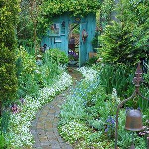 100 Garden Pathway Ideas and Inspiration - Golly Gee Gardening #gardenpaths #gardenpathways #gardeninspiration #gardenideas